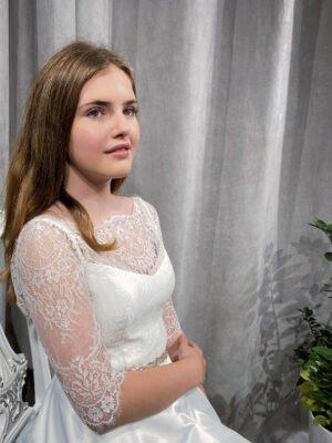 Konfi kjole med blondeærmer MILLE