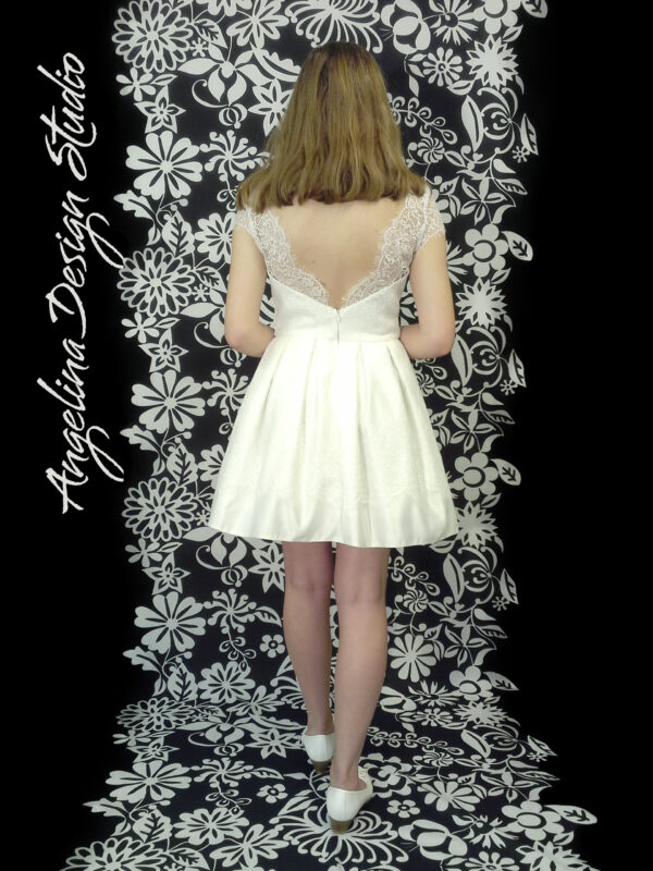 Konfirmationskjole med blonde EMMA. Billig konfirmation prinsesse kjole.