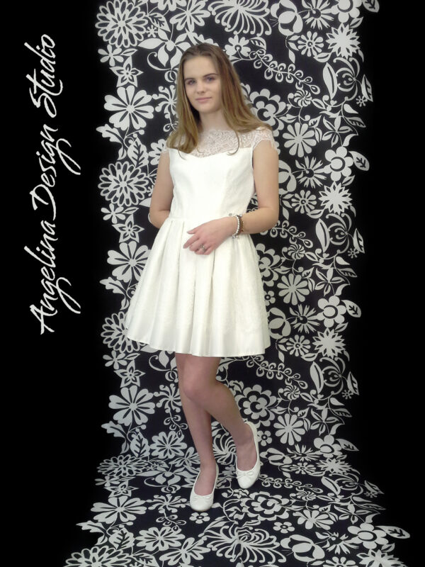 Konfirmationskjole med blonde EMMA med en fin blonde kant
