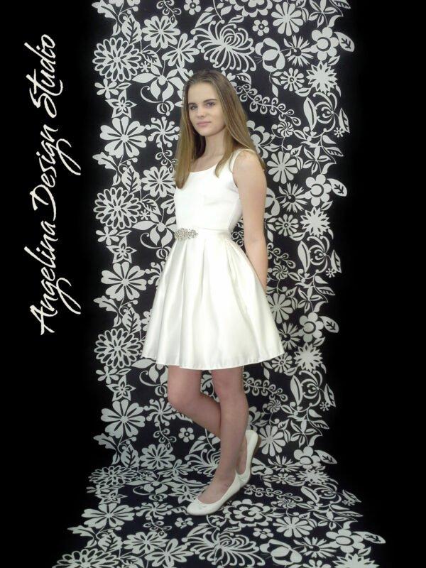Konfirmationskjole med blonderyg SOFIE. Smart og unik konfirmations kjole.