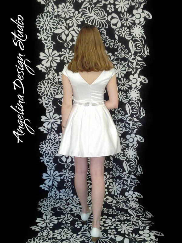 Konfi kjole med v ryg CAROLINE