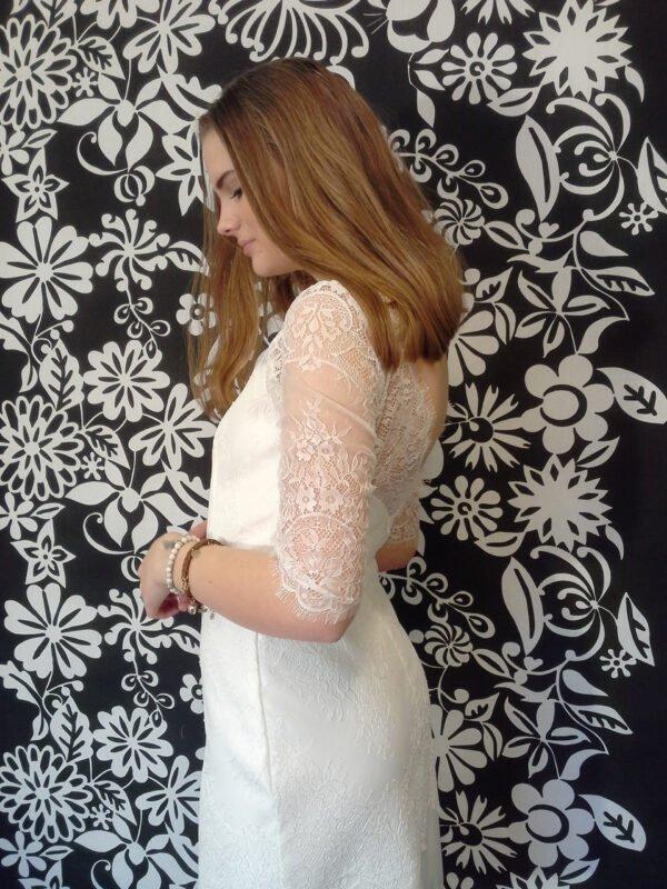 Smukke konfi kjoler 2020 med blonde ærmer og åben ryg
