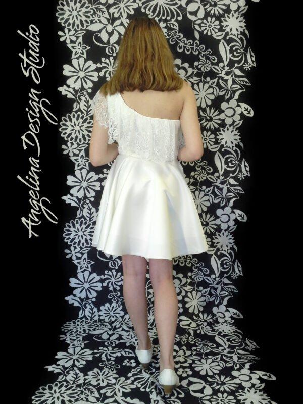 Smuk konfi kjole med blonde flæser ANDREA
