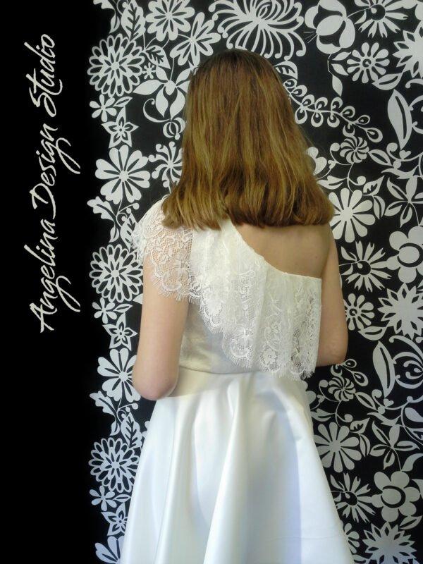 Unik blonde konfi kjole med flæser ANDREA
