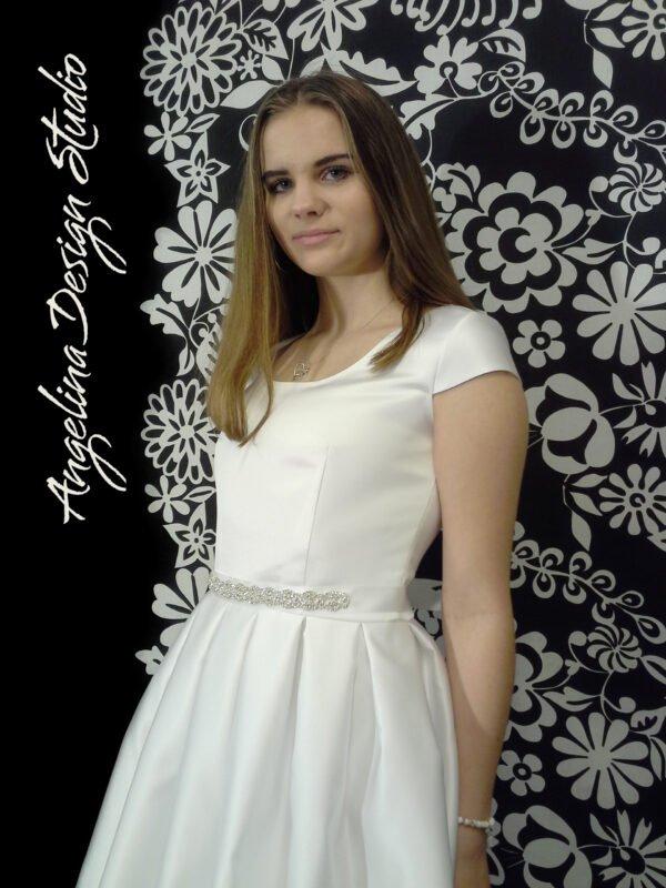 Skøn og enkel konfi kjole med åben flot ryg ISABELLA