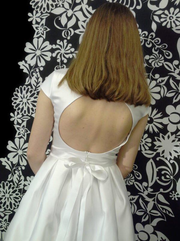 Konfi kjole med åben flot ryg ISABELLA