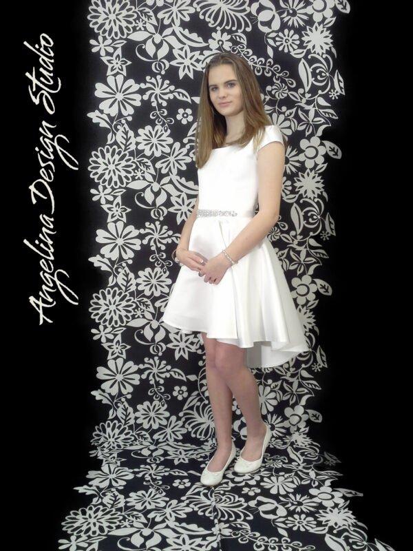 Enkel konfi kjole med åben ryg og slæb KIA.