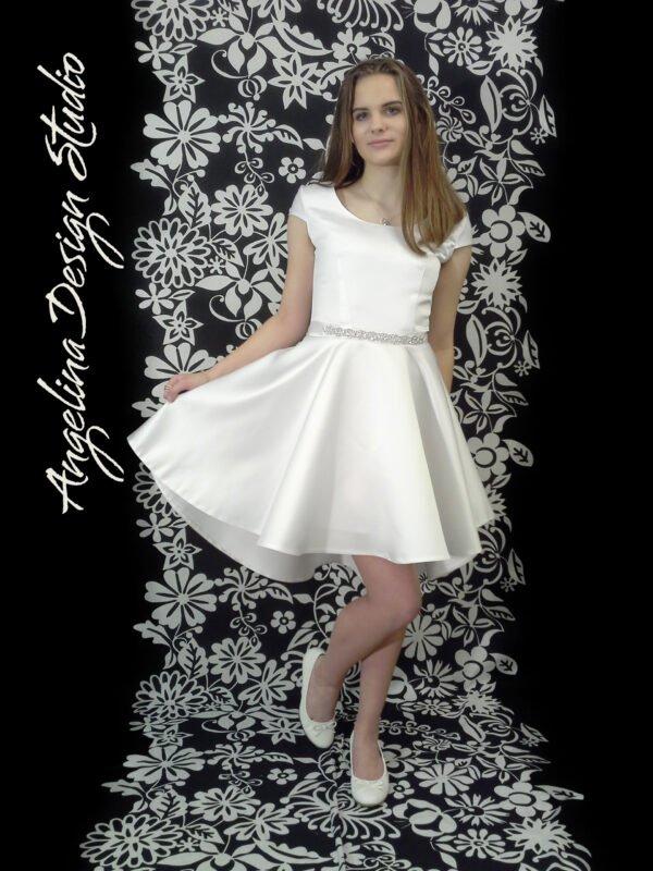 Smuk konfi kjole med åben ryg og slæb KIA.