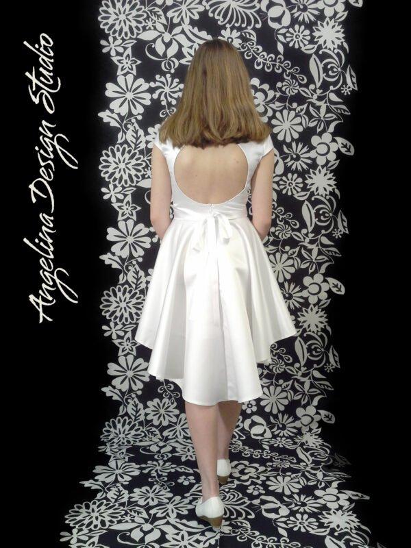 Konfi kjole med åben ryg og slæb KIA