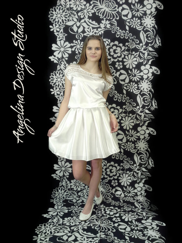 Konfi kjole med flotte blonder OLIVIA