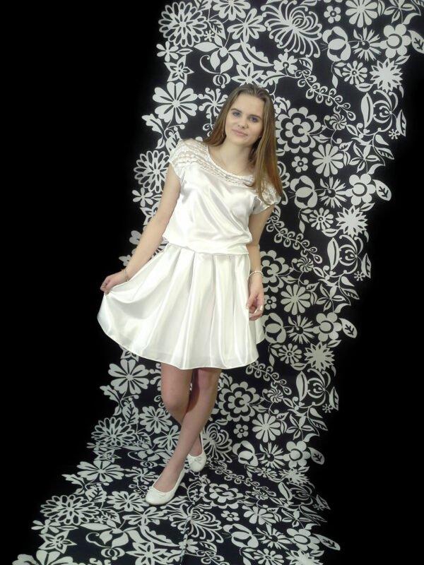 Konfi kjole med flotte blonder OLIVIA. Med blonde ærmer