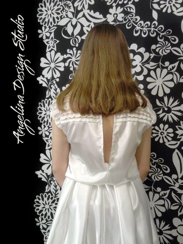 Konfi kjole med flotte blonder OLIVIA. Med åben ryg